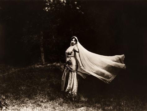 Mata Hari dancing, ca. 1910 Photographie