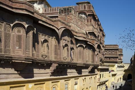 Mehrangarh Fort: Intricate Stone-Latticed Red Sandstone Facade in Former Palace Reproduction photographique