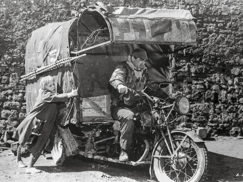 La Strada Man Riding in Motor Cart Photographie