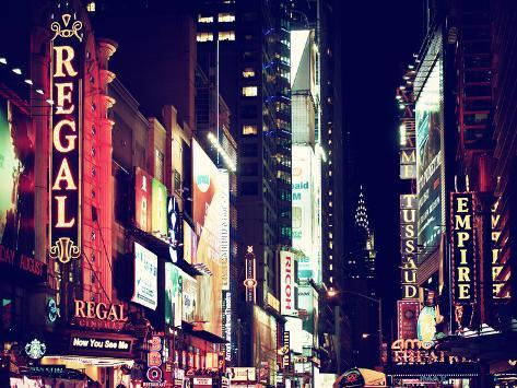 Urban Scene by Night at Times Square, Buildings by Night, Manhattan, New York, US, Vintage Colors Autre