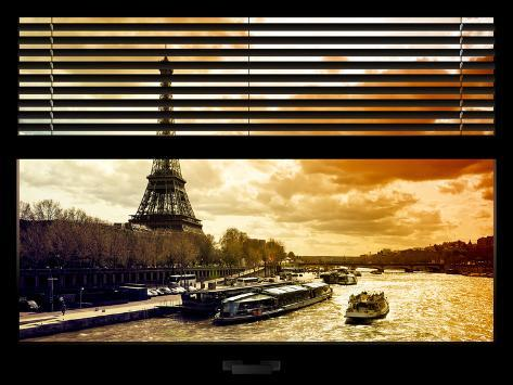 Window View with Venetian Blinds: the Eiffel Tower and Seine River Views at Sunset - Paris, France Reproduction photographique