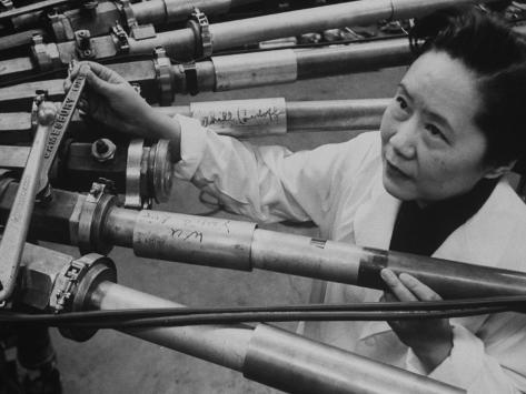 Physicist Dr. Chien-Shiung Wu Standing Amidst Tubes of Particle Accelerator at Columbia University Reproduction photographique