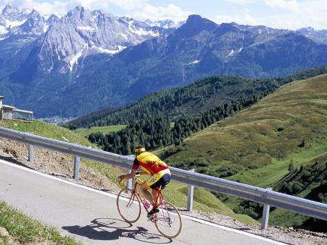 Cyclist Riding Over Sella Pass, 2244M, Dolomites, Alto Adige, Italy Reproduction photographique