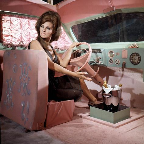 Shoot Loud, Louder... I Don't Understand De Eduardo D Filippo Avec Raquel Welch, 1966 Photographie