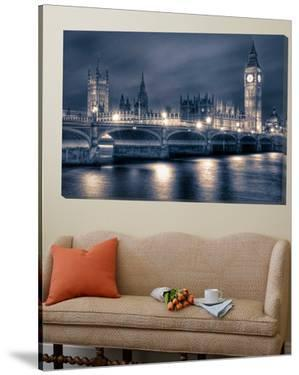 Night time at the Houses of Parliament by Nick Jackson