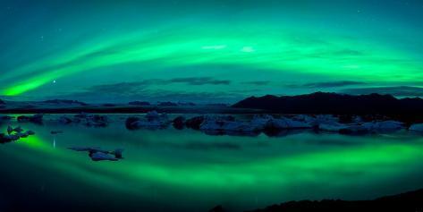 Aurora Borealis or Northern Lights over the Jokulsarlon Lagoon, Iceland Premium fotografisk trykk