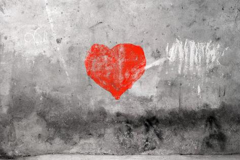 Red Heart Graffiti Over Grunge Cement Wall Kunsttrykk