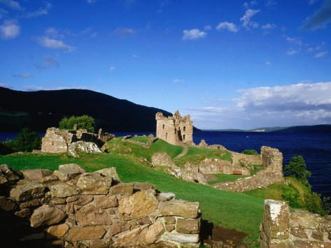 Urquhart Castle Remains on Shores of Loch Ness, Drumnadrochit, United Kingdom Fotografisk trykk