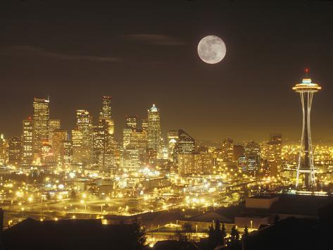 Moonrise over Nighttime Seattle, Washington, Usa Fotografisk tryk