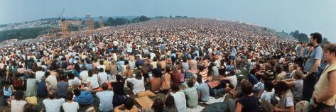 Seated Crowd Listening to Musicians Perform at Woodstock Music Festival Fotografisk trykk