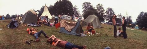 Young People Camping Out with Tents on a Grassy Hillside, During the Woodstock Music and Art Fair Fotografisk trykk