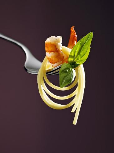 Spaghetti with Shrimp and Basil on a Fork Fotografisk tryk