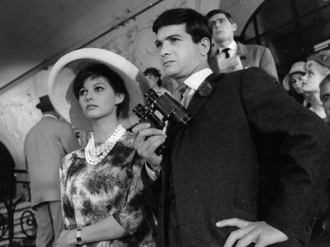 Claudia Cardinale and Jean-Claude Brialy: Les Lions Sont Lâchés, 1961 Fotografisk tryk