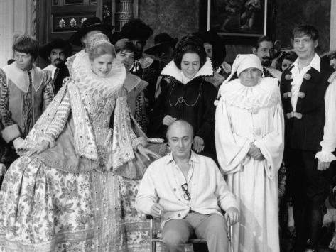 Louis de Funès,, Yves Montand and Alice Sapritchshooting Picture: La Folie Des Grandeurs, 1971 Fotografisk tryk