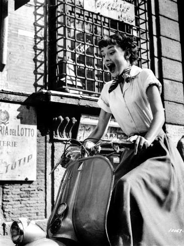 Audrey Hepburn Roman Holiday Riding Vespa Foto
