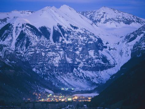 The Cozy Village of Telluride Nestles in a Valley Between High Peaks Premium fototryk