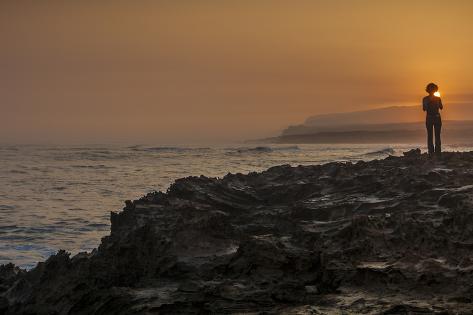 Shoreline Sunrise, from Kaehu Point, Mo'Omomi Preserve, Nature Conservancy, Molokai, Hawaii Fotografisk trykk