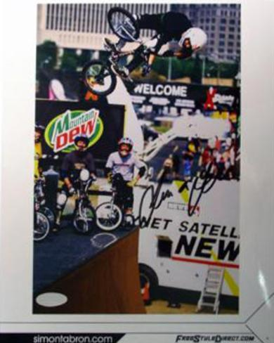 Simon Tabron BMX Biking Vert shot Autographed Photo (Hand Signed Collectable) Foto