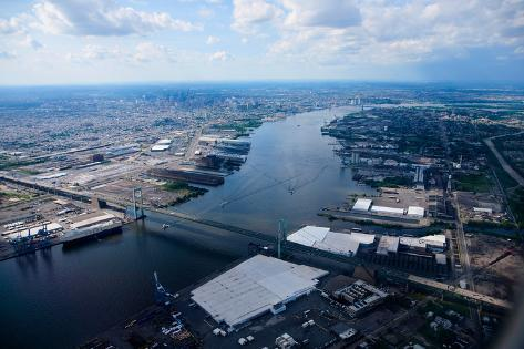 Aerial view of Walt Whitman Bridge crossing Deleware River in Philadelphia, PA Fotografie-Druck