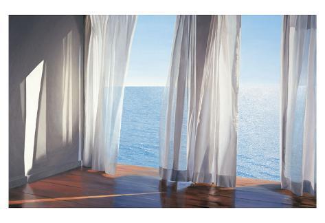 lichtinval tussen de gordijnen met zicht op zee titel blues come through kunstdruk