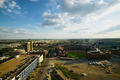 An elevated view of the third Busch Stadium and St. Louis, Missouri, where the Pittsburgh Pirate... Fotografie-Druck