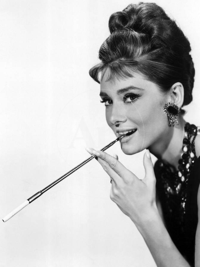 Audrey Hepburn in Breakfast at Tiffany\'s, 1961 Foto bei AllPosters.de