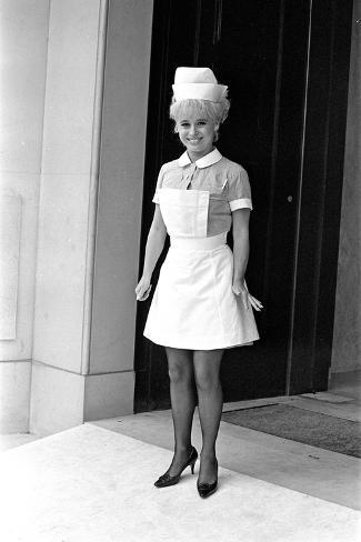 Barbara Windsor on the Film Set of Carry on Doctor. Fotografie-Druck