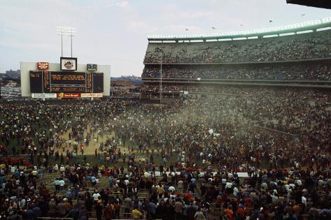 Baseball Fans Celebrating Victory Fotografie-Druck