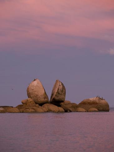Split Rocks an Unusual Group of Rocks in Split Apple Cove Fotografie-Druck
