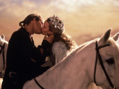 Buttercup and Westley Kissing on Horseback Foto