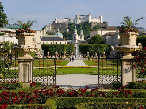Mirabell Gardens and Schloss Hohensalzburg, Salzburg, Austria Fotografie-Druck
