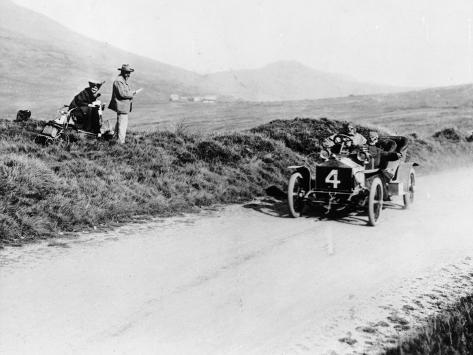 Charles Rolls on the Way to Winning the Isle of Man Tt Race in a 20 Hp Rolls-Royce, 1906 Fotografie-Druck