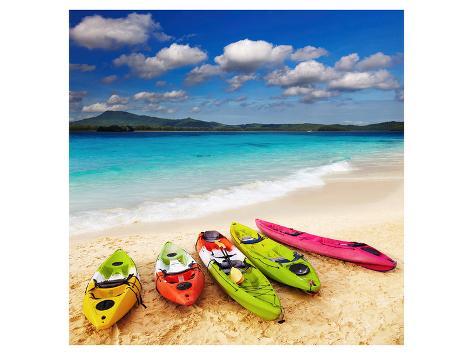 Colorful Kayaks & Exotic Beach Kunstdruck