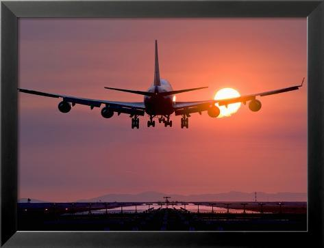Boeing 747 Landing at Sunset, Vancouver International Airport, British Columbia, Canada Gerahmter Fotografie-Druck
