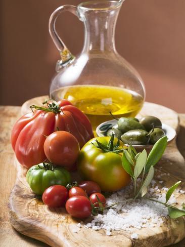 Fresh Tomatoes, Olives, Salt and Olive Oil Fotografie-Druck