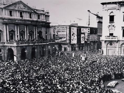 Funeral of Umberto Giordano, Italian Composer, in Milan, 1948 Giclée-Druck