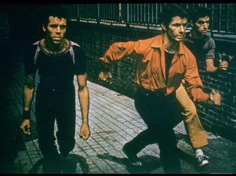 George Chakiris as Bernardo Leads Two Others Into Turf of Rival Gang in West Side Story Premium-Fotodruck