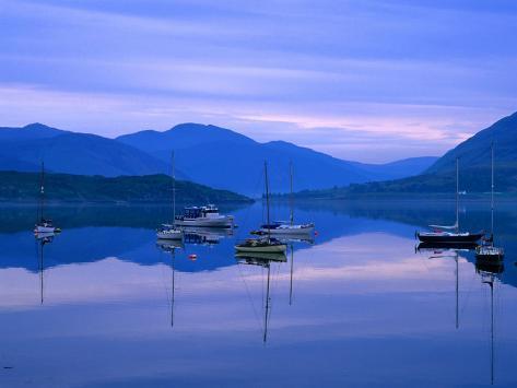 Moored Yachts on Loch Broom, Ullapool, Scotland Fotografie-Druck
