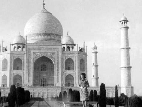 Jackie Kennedy in Front of the Taj Mahal, India, March 15, 1962 Foto
