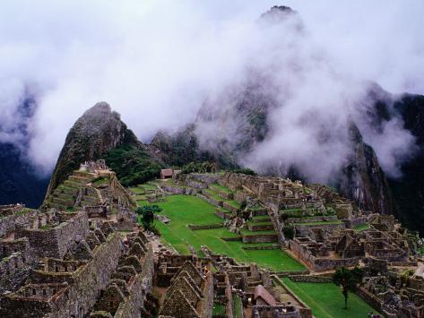 Inca Terraces with Fogbound Mountains Fotografie-Druck