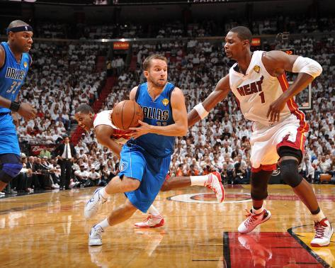 Dallas Mavericks v Miami Heat - Game Two, Miami, FL - JUNE 2: J.J. Barea and Chris Bosh Foto