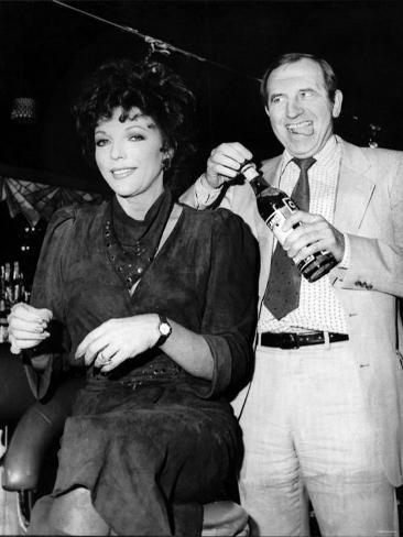 Leonard Rossiter Actor with Joan Collins in Cinzano Advert Fotografie-Druck