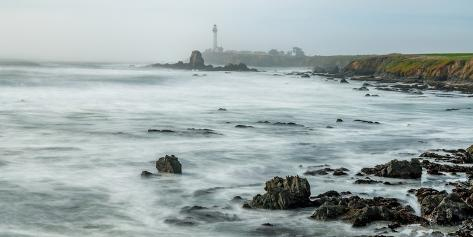 Lighthouse on the coast, Pigeon Point Light Station, Cabrillo Highway, California, USA Fotografie-Druck