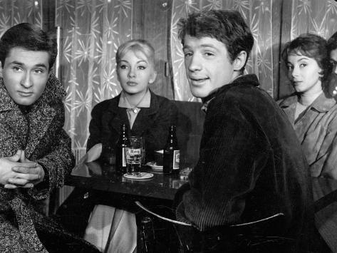 Andréa Parisy, Jean-Paul Belmondo, Dany Saval and Jacques Portet: Les Tricheurs, 1958 Fotografie-Druck