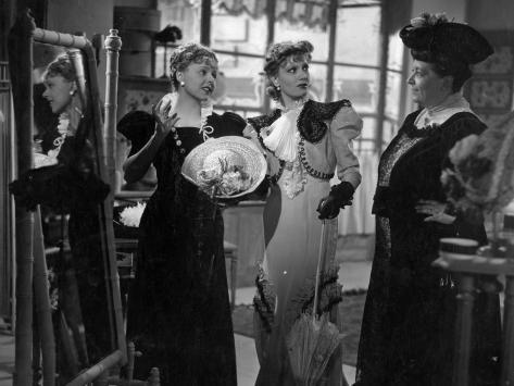 Isa Miranda and Paulette Dubost: Le Mensonge De Nina Petrovna, 1937 Fotografie-Druck