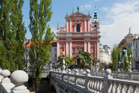 Ljubljana, Slovenia. Presernov trg (or square) and the Baroque Franciscan Church of the Annuncia... Fotografie-Druck