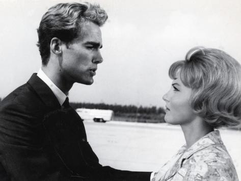 Sean Flynn and Karin Baal: Agent Spécial À Venise, 1964 Fotografie-Druck