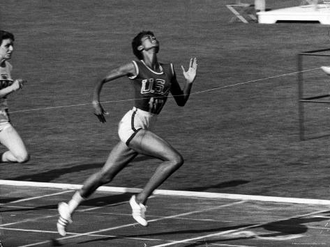 Wilma Rudolph, Across the Finish Line to Win One of Her 3 Gold Medals at the 1960 Summer Olympics Premium-Fotodruck