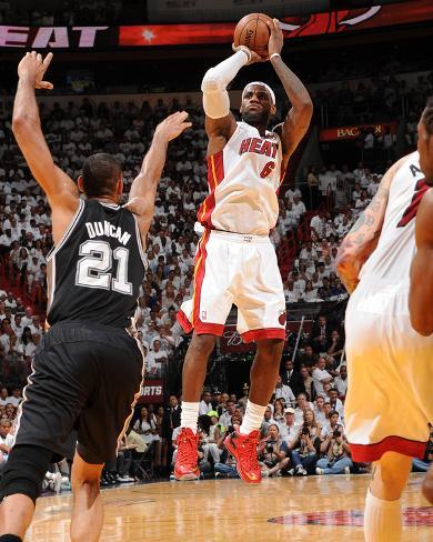Miami, FL - June 20: LeBron James and Tim Duncan Foto