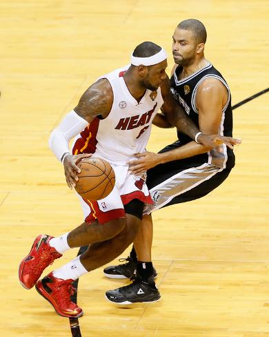 Miami, FL - June 20: LeBron James and Tony Parker Foto